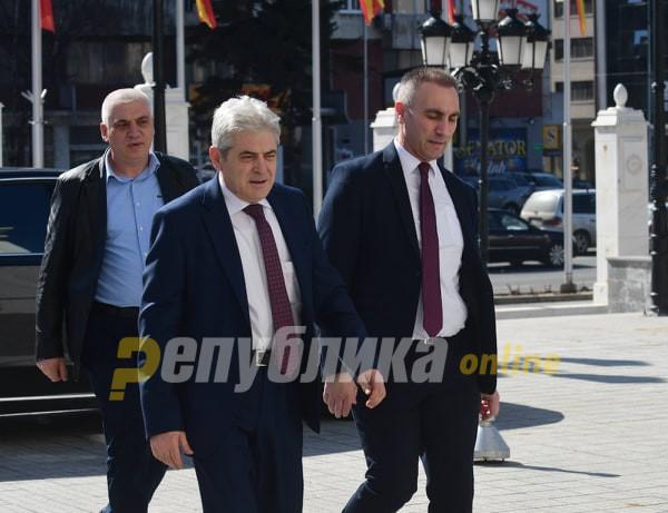 Гласини за интерпелација на Груби и Османи не го загрижуваат Ахмети