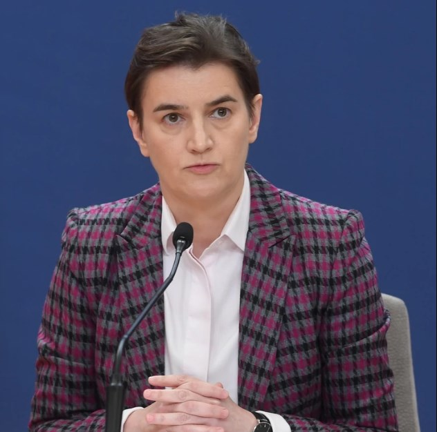 Српската премиерка Ана во костим за капење