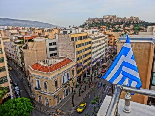 Околу 3.500 домаќинства во северното предградие на Атина веќе четврти ден се без струја