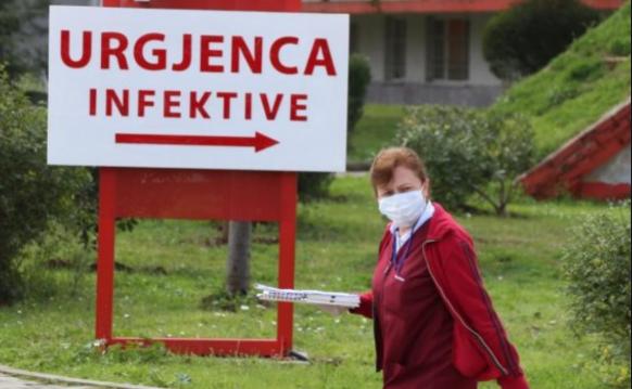Во Албанија се бара истрага зошто починатите од корона ги товарат во вреќи