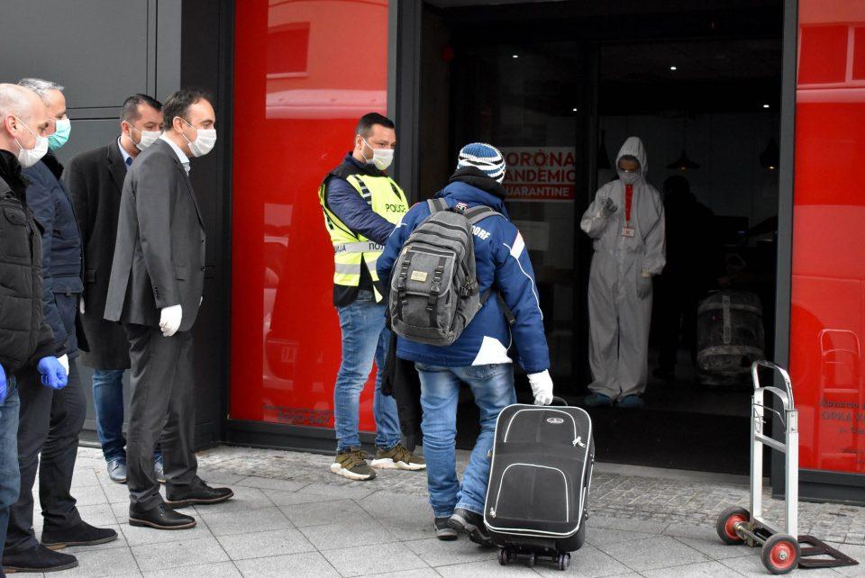 Чулев во посета на полицајците кои обезбедуваат лица во државен карантин