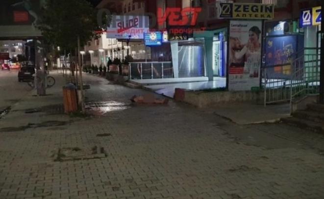 +18: Сосема гол маж се прошета и лежеше на тротоар во центарот на Охрид