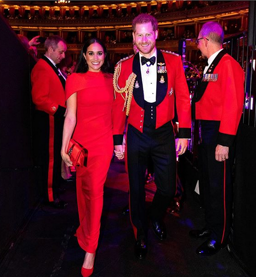 Меган и Хари блеснаа во црвено на концертот во лондонскиот Ројал Алберт Хол