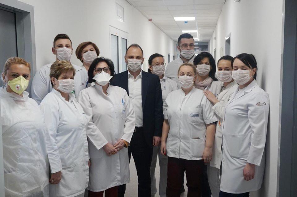 Институтот за јавно здравје негира дека има заразени во него