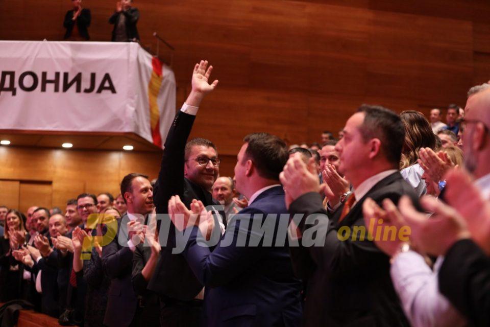 Мицкоски не го прифаќа условот на Заев: Ќе се изборам со болеста за да ве победам вас и вашите лакеи