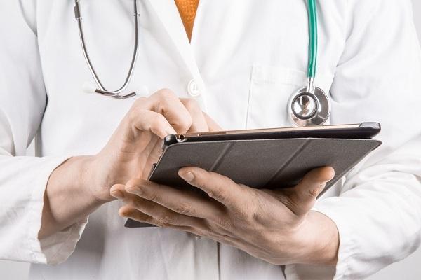 Србија ќе ги зголеми платите на здравствените работници