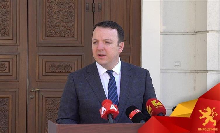 Николоски предупреди: Власта сака вонредна, а не кризна состојба за да носи уредби во корист на Заев
