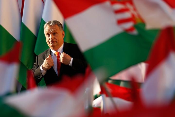 Среќен Божиќ: Орбан покажа како го прославува празникот!