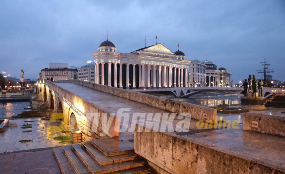 Водостојот на Вардар во Скопје за три часа се зголемил 15 сантиметри