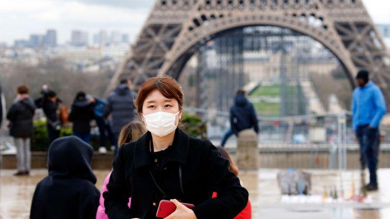 Во Париз се откриени 10 случаи на заразени со новиот сој на коронавирусот