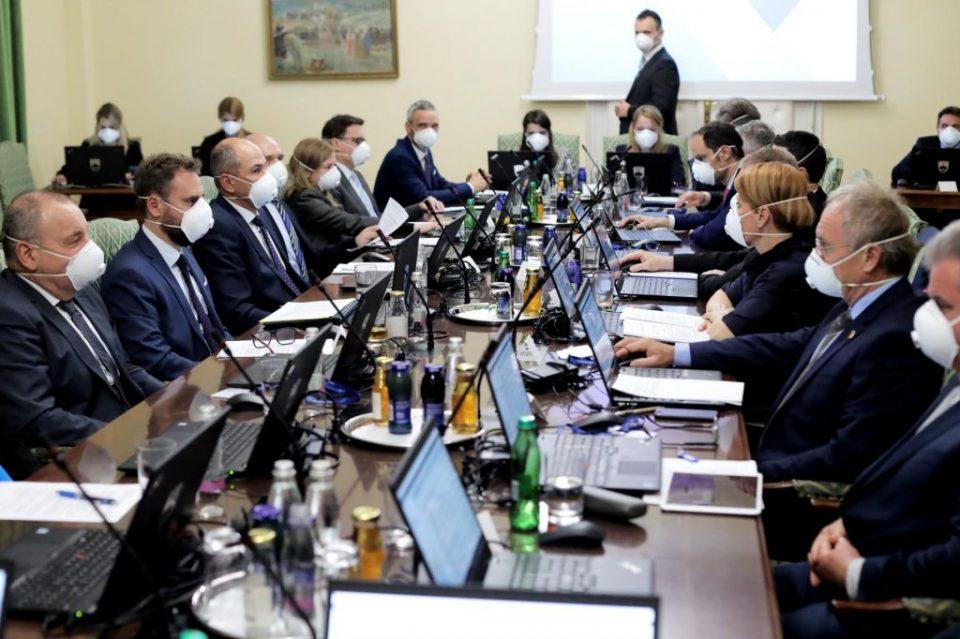 Словенија останува под строги мерки и следната недела