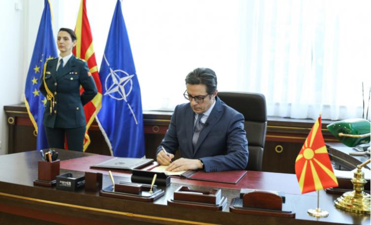 Пендаровски го потпиша Инструментот за пристапување кон НАТО