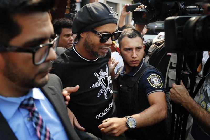 Роналдињо пак уапсен, парагвајските власти се предомислија