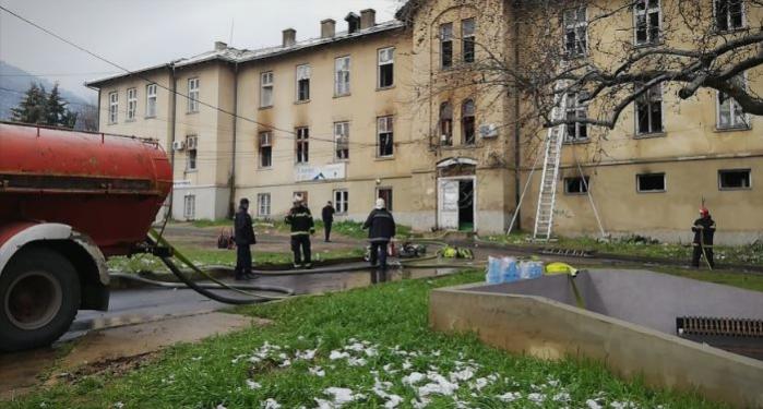 Пожарот во ТВ Вис се гасел повеќе од 6 часа, повредени тројца пожарникари