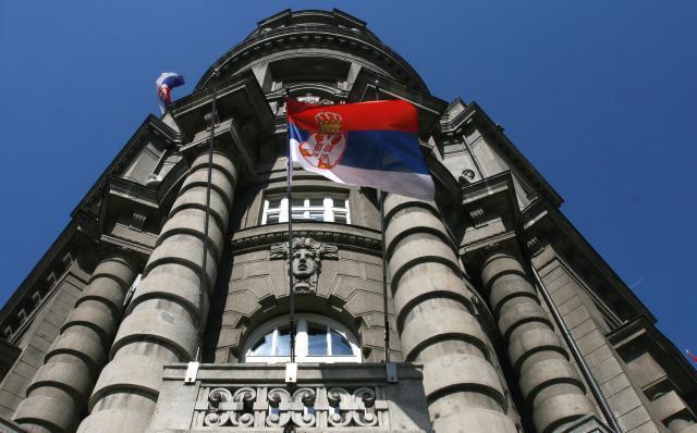 Сите граѓани на Србија ќе добијат по 50 евра до крајот од годината, а пензионерите по 100 евра