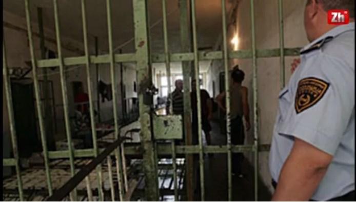 Жестока тепачка со ножеви во затворот Идризово