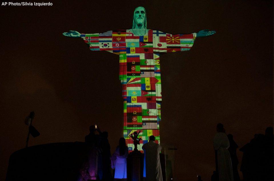 Македонското знаме на статуата на Исус во Рио осветлена со знамиња на земји кои се борат со коронавирус