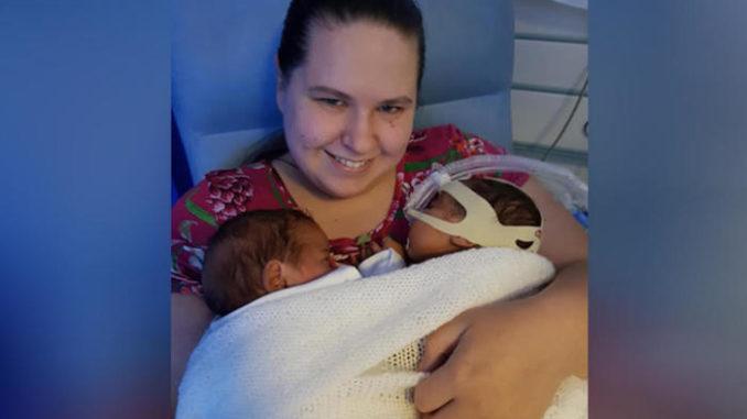 Го гушнал својот брат близнак во инкубатор и му го спасил животот – за ова чудо ни лекарите немаат објаснување
