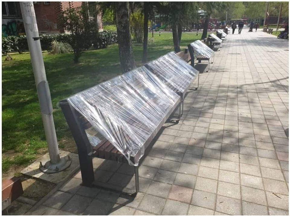 Нема седење ни на клупа: Во паркот во Капиштец клупите со најлони