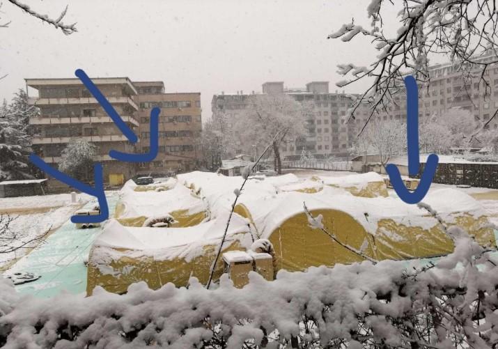 Снегот ја накриви монтажната болница на Шилегов