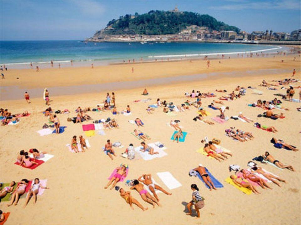 Нови правила за сончање на шпанските плажи