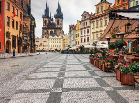 Во Чешка нов рекорд, 14.968 новозаболени, се затвораат трговски центри и хотели