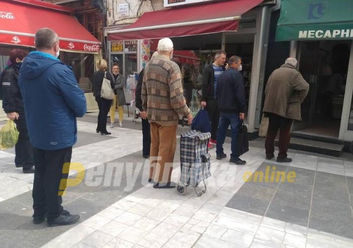 Иако сè уште има заболени: Во Прилеп се отвораат пазарот и градскиот превоз