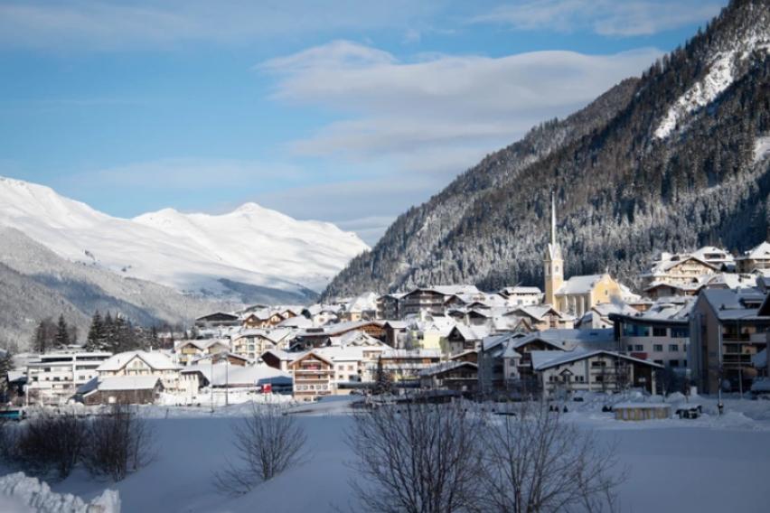 Над 2,500 туристи подготвуваат тужби против австрискиот скијачки центар од каде се рашири епидемијата