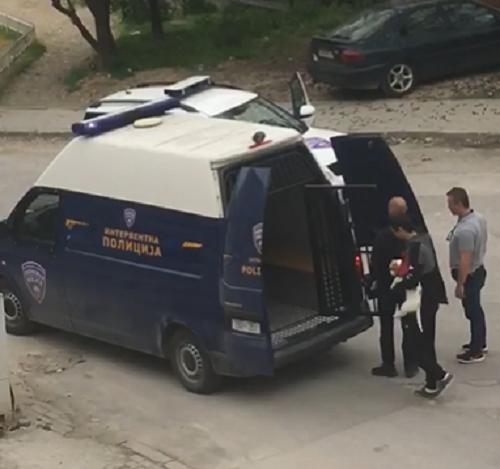 Дисциплинска постапка за полицајците кои го приведоа момчето, а не носеа заштитна маска и ракавици