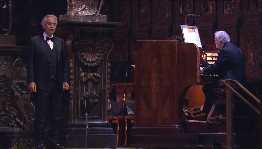 Величествен велигденскиот концерт на Андреа Бочели во празната катедрала Дуомо