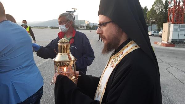 Вечерва Светиот благодатен оган пристигнува во Македонија