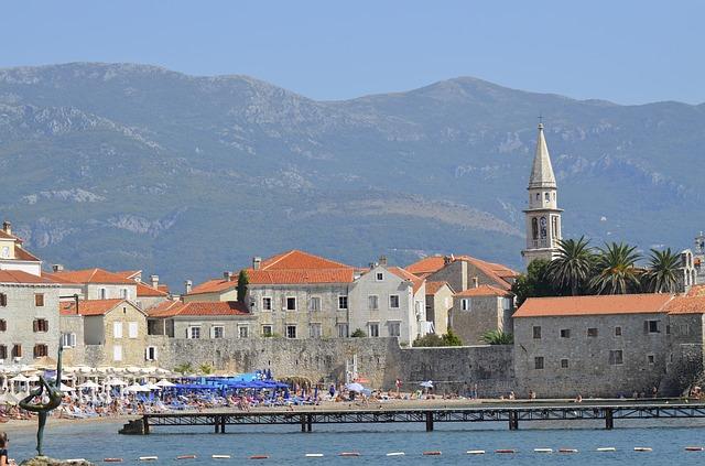 Македонските туристи непожелни во Црна Гора поради големиот број заразени од корона