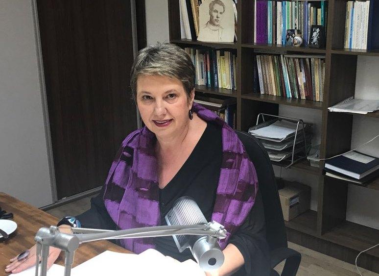 Елка Јачева Улчар: Не сакам да верувам дека професор по македонски јазик си дозволил да скрати авторско дело зашто така бара од нас политиката