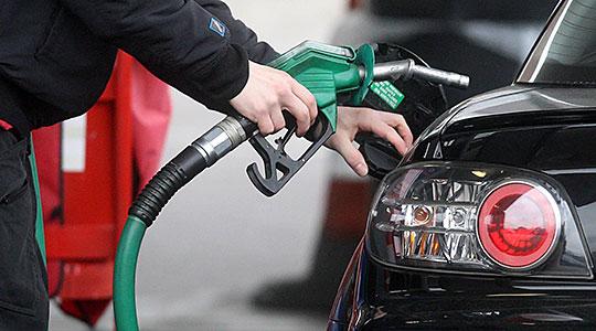 Возењето станува луксуз: Трета недела по ред поскапуваат бензините
