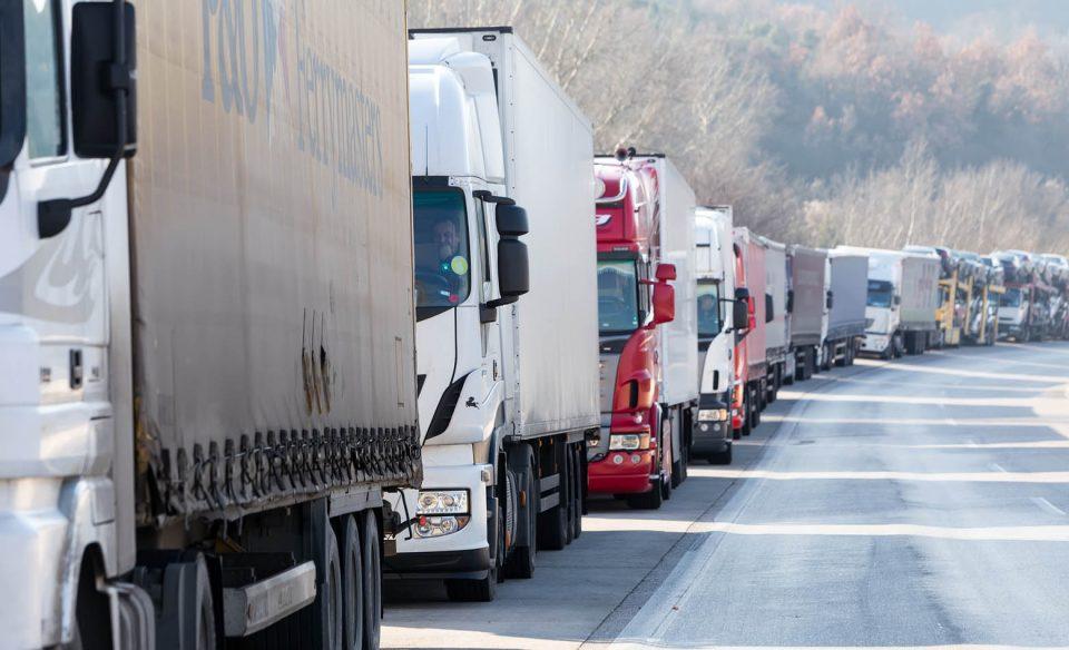Извозот во првите осум месеци со пад од 18,1 отсто, кај увозот намалување за 15,6 отсто