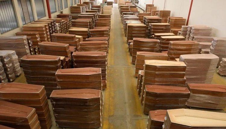 Шпански произведувач на ковчези вработува работници бидејќи има многу нарачки