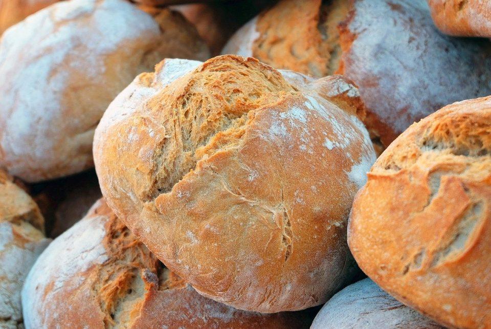 Македонците најмногу јадат леб, компири и пилешко, а најмногу пијат газирани пијалоци и пиво