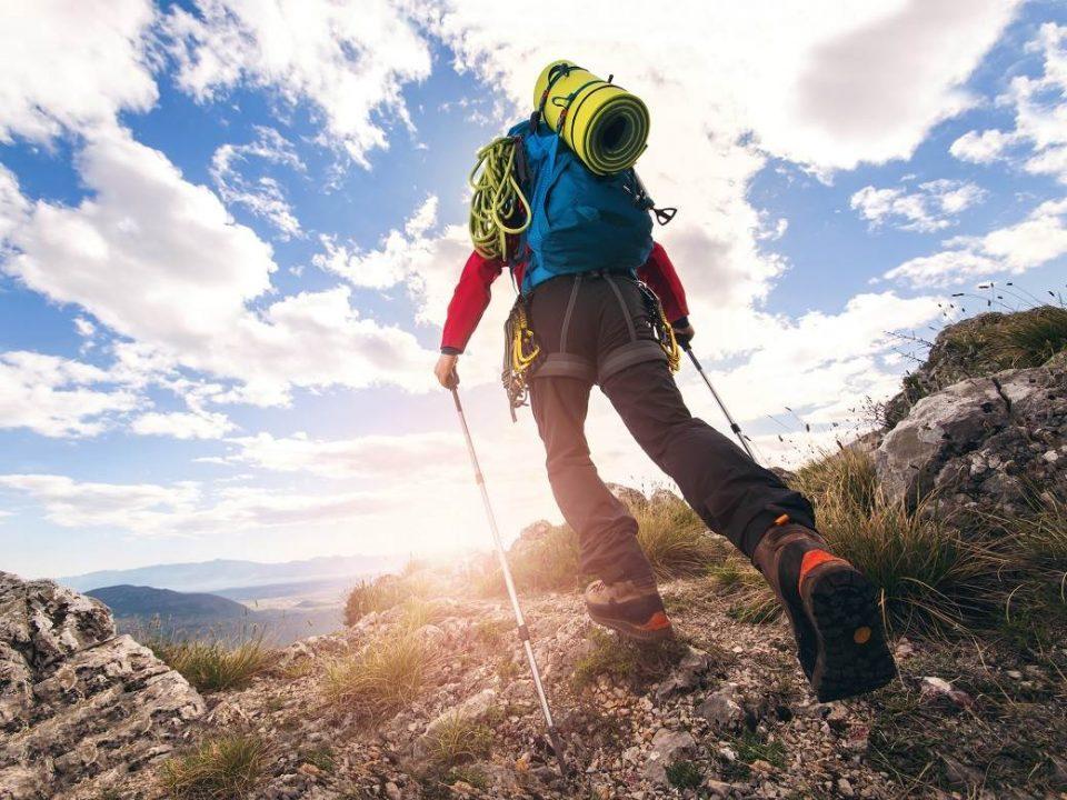 Планинарите гневни: Подобро е 100 луѓе во маркет или двајца на планина?