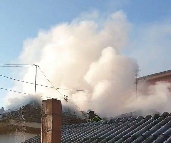 Гореше куќа во Кавадрци, за среќа не настрадал 70-годишниот сопственик