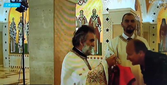 """Поп кој служел велигденска литургија во """"Свети Сава"""" заразен со коронавирус"""
