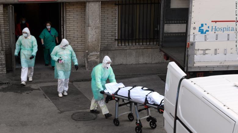Медицинска сестра во Британија се породила, па починала од корона