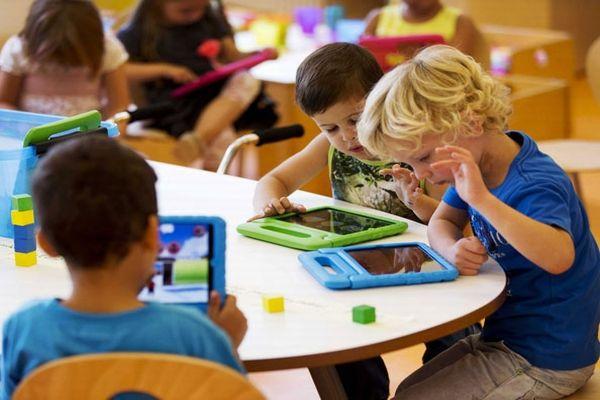Холандски експерти советуваат отворање на градинките и основните училишта во земјата