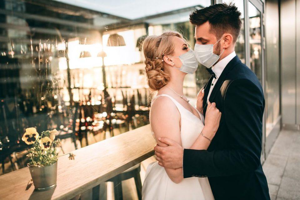 Mаските да се симнуваат за јадење и одење во тоалет, без играње и близок контакт, предлагаат угостителите кои бараат враќање на свадбите
