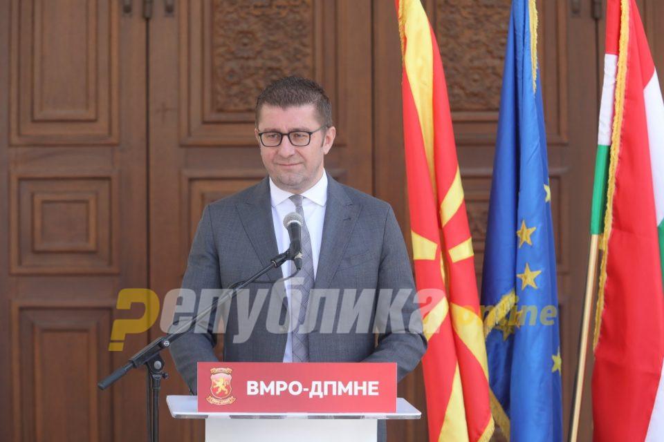 Мицкоски: Власта јуришаше со народни пари да врши поткуп на гласачи за изборите што требаше да се случат на 12 април