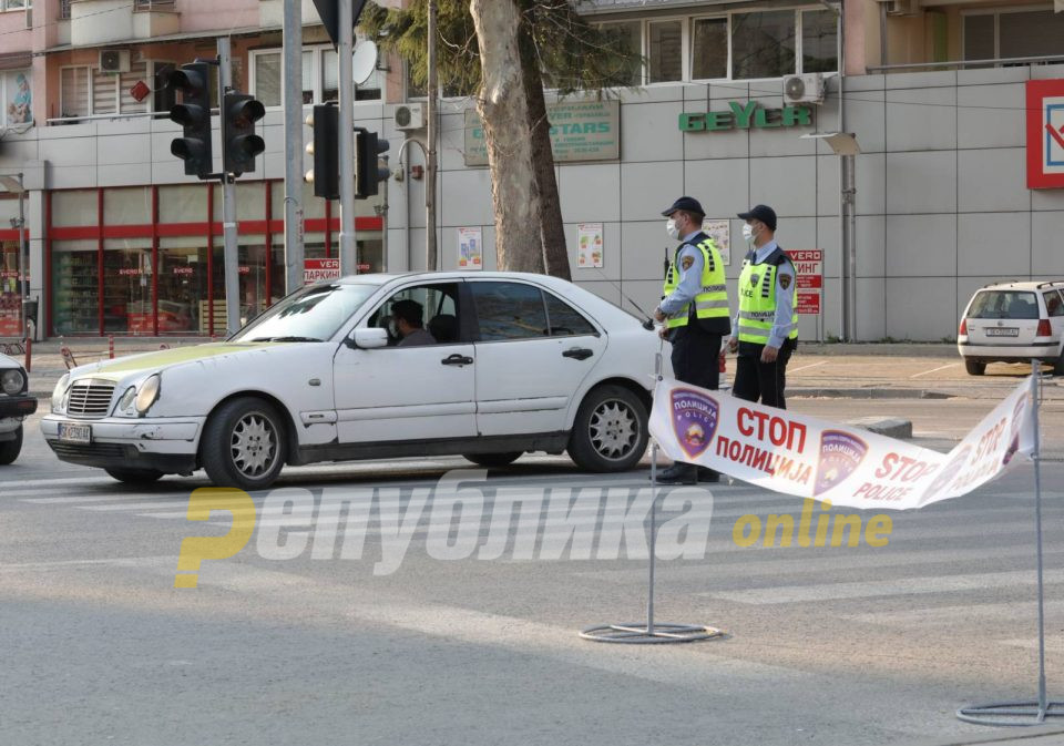 Приведен скопјаец кој ги снимал полицајците што го застанале за прекршок