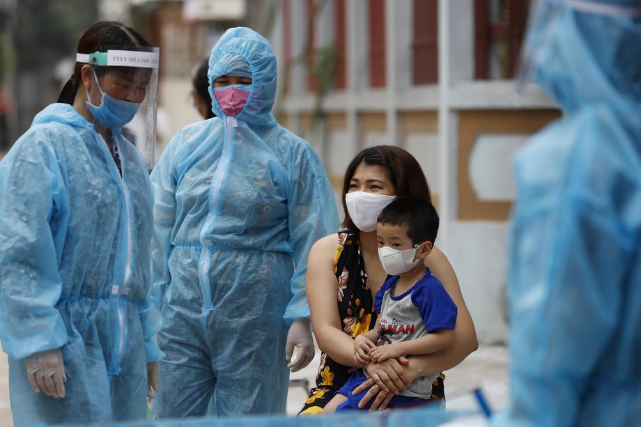 Расте бројот на заразени низ Европа, се воведуваат нови ограничувања