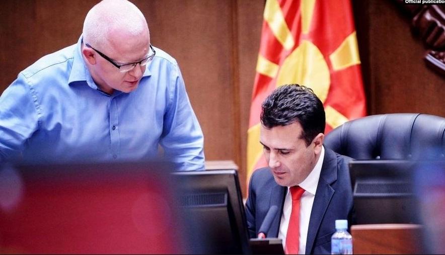 """Како Заев го бранеше Рашковски: """"Софтверот е набавен законски"""""""