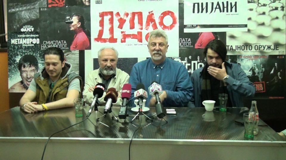 """""""Дупло дно"""" по текст на Горан Стефановски, вечерва онлајн во изведба на Народен театар-Битола"""