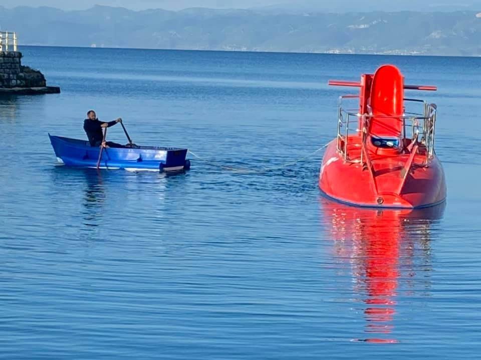 Охрид ја доби првата полуподморница