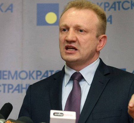 """Лидерот на српската опозиција демантира дека ја """"тужел"""" државата во ЕУ"""